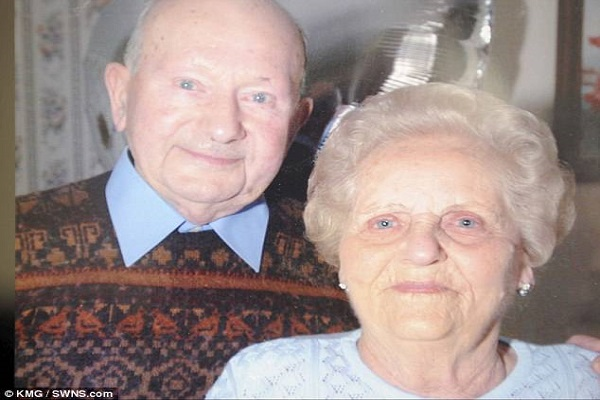 Insolite : Un vieux couple (96 et 97 ans), meurt le même jour après 77 ans de mariage