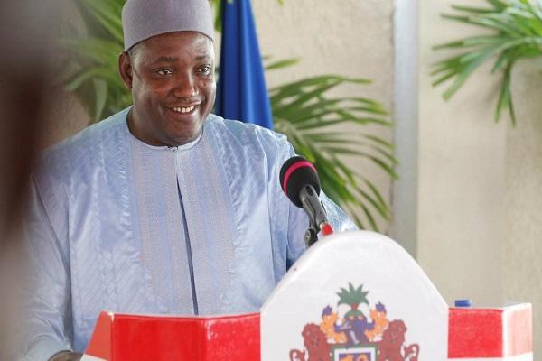 Gambie: après ses 100 premiers jours de pouvoir, le bilan d'Adama Barrow jugé mitigé