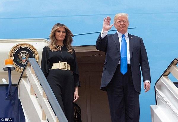 Non-port d'un foulard de tête par Mme Obama, une « insulte à un pays islamique », hier pour Trump, aujourd'hui non…pour sa famille