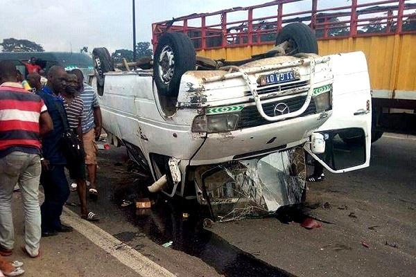 Cameroun : 15 personnes périssent dans une collision entre un minibus de transport en commun et un camion