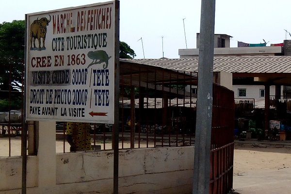 Togo : crânes d'animaux,  peaux, cornes, plumes…à la découverte du marché des fétiches de Lomé