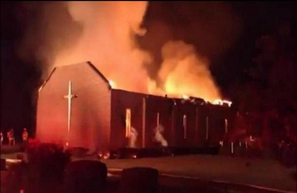Sud du Nigeria : Un homme épouse sa petite sœur, très fâchés, les voisins brûlent l'église après le mariage jugé incestueux