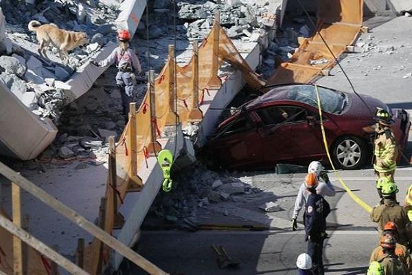 Miami/Etats-Unis : un pont pour piéton s'affaisse sur une autoroute faisant 4 morts