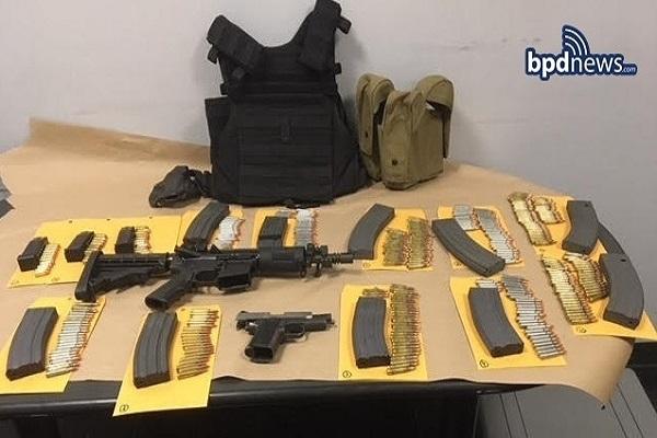 Etats-Unis : un homme arrêté près de Massachusetts Avenue avec un fusil d'assaut et des centaines de munitions
