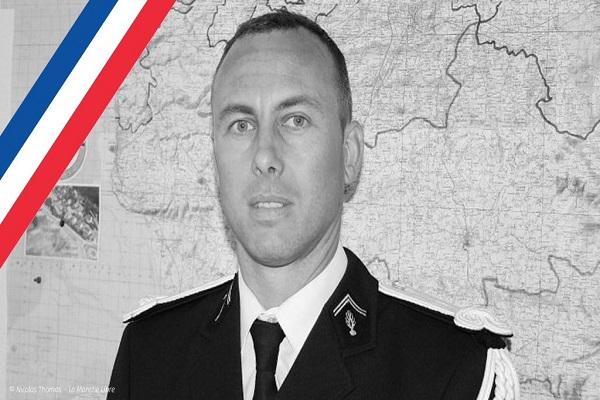Gendarme offrant sa vie pour sauver des vies : la France va rendre un «hommage national» à Arnaud Beltrame, «tombé en héros»