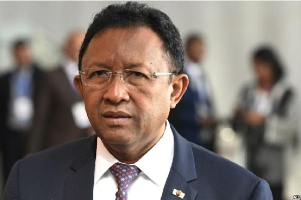 Madagascar : Le président démissionne pour briguer un deuxième mandat