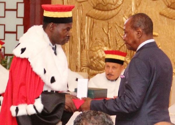 Guinée : le président Alpha Condé, Kéléfa Sall, confirment avoir viré le président de la Cour constitutionnelle