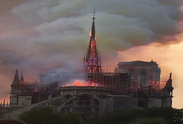 Notre-Dame ravagée par un incendie : Lepoint.fr  raconte comment les populations ont vécu ce drame national