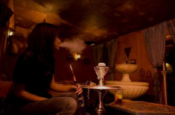 Ghana : fumer la chicha de plus en plus répandu chez les jeunes, l'Etat annonce des mesures et menace