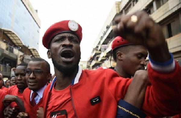 Ouganda : son concert annulé, le chanteur opposant Bobi Wine arrêté, puis relâché