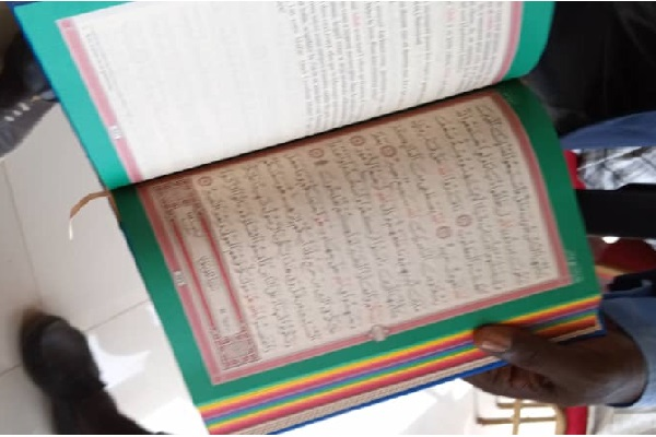 Les homosexuels défient les familles religieuses : découverte d'exemplaires du Saint Coran en couleurs LGBT à Touba