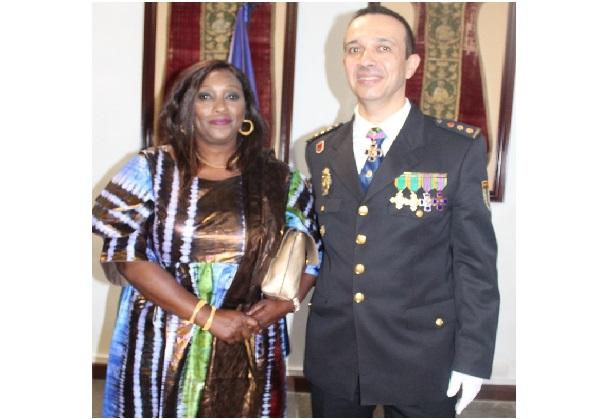 Espagne : Notre compatriote Awa Pathé Ndiaye honorée par la Police Nationale de Tenerife.