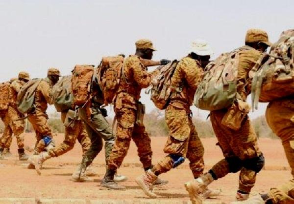 Burkina Faso : l'Etat compte armer des civils volontaires pour lutter contre l'expansion terroriste