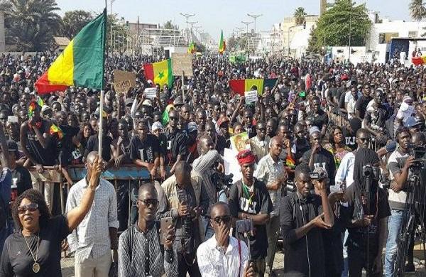 De la stratégie de réduire une opposition au silence à l'expression libre d'un peuple mobilisé pour exiger la baisse du prix de l'électricité