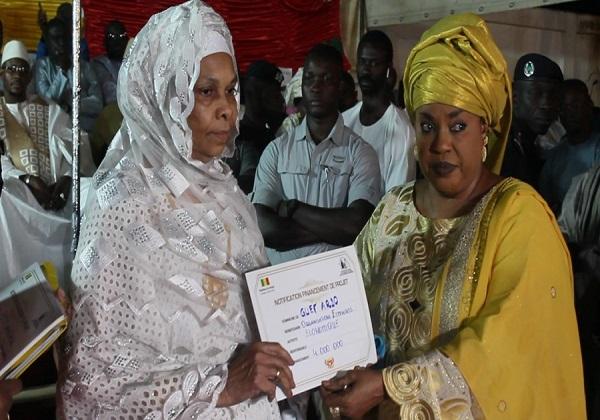 Louga : Les groupements des femmes en désaccord sur les 100 millions financés par le Ministre Ndeye Saly Diop Dieng