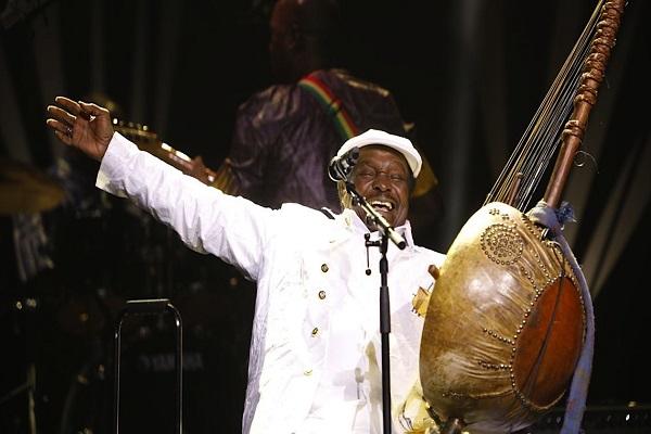 Décès de Mory Kanté : Baba Maal et Youssou Ndour saluent  « l'Aîné » et la « Référence »