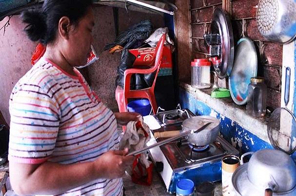 Rapport de l'OIT : les moyens de subsistance de plus de 55 millions de travailleurs domestiques en danger en raison de la COVID-19