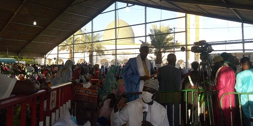 Medina Baye :  Cheikh Ahmed Tidiane Ibrahima Niass  repose à côté  de son père