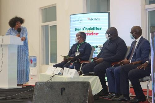 « MADE IN SENEGAL » AVEC DES TENUES SCOLAIRES : L'industrie textile sénégalaise ambitionne de  relever le défi