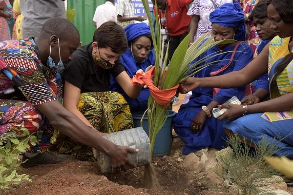 Eliminer la violence faite aux femmes,  Promotion de la Jeunesse, de la Culture et de l'Environnement : la Journée célébrée sur la Petite Côte