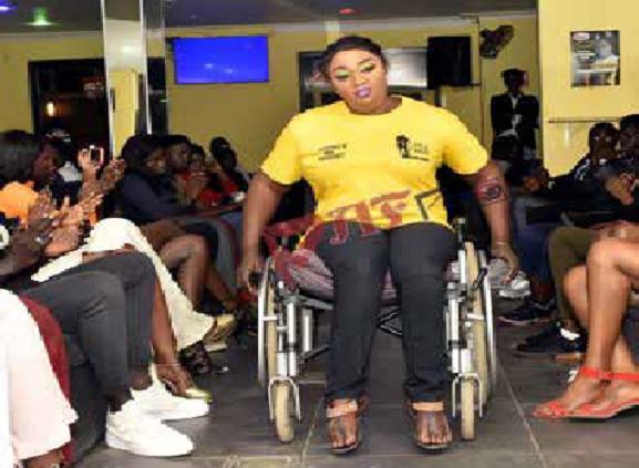 Yama Ndiaye parmi les révélations 2020 : une femme mannequin sur fauteuil roulant
