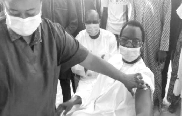 Campagne de vaccination à Sandiara : Serigne Guèye Diop, le maire ouvre la voie et remet une ambulance à… Louly-Bentenier