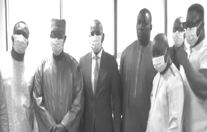 Accusation d'être derrière les saccages : le ministre de la justice a présenté ses plates excuses aux lutteurs